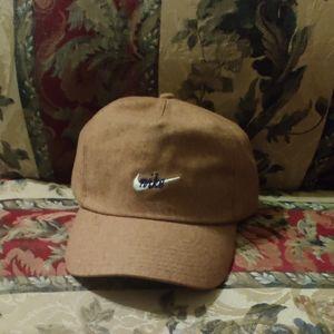 NSW H86 CORTEZ ADJUSTABLE HAT (KHAKI/RED